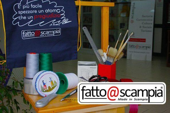 Alcuni prodotti di fatto@scampia, un progetto del Centro Hurtado dei gesuiti a Napoli