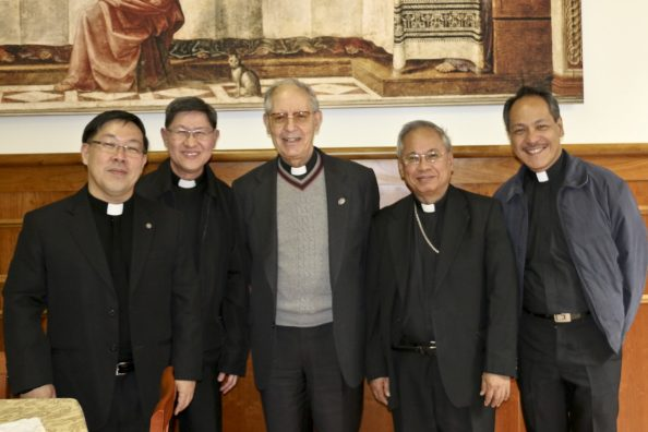 Cardinal Luis Antonio Tagle, Adolfo Nicolás SJ e altri gesuiti