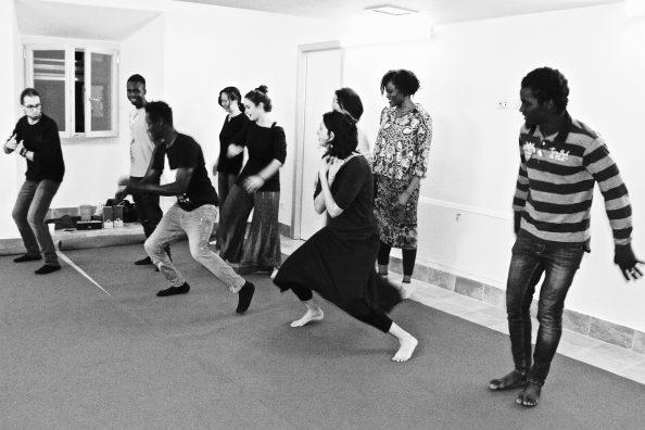 Lezione di danza presso il Centro Matteo Ricci legato ai padri gesuiti