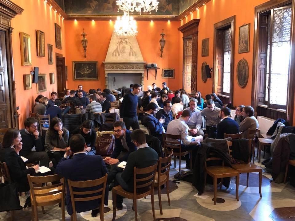Un incontro della scuola di formazione politica Comunità di Connessioni presso La Civiltà Cattolica