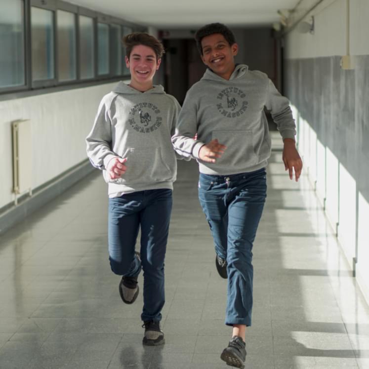 Due studenti di una scuola dei padri gesuiti