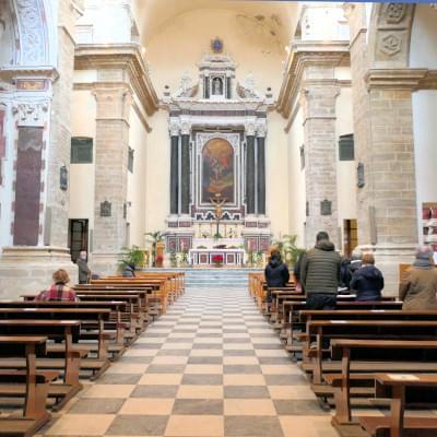 Interno della Chiesa del Collegio San Michele dei padri gesuiti ad Alghero