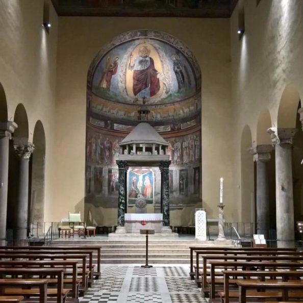 Interno della basilica di San Saba all'Aventino a Roma